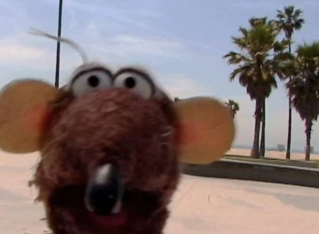 The Muppet Show – Skateboarding Dog Gets Served!
