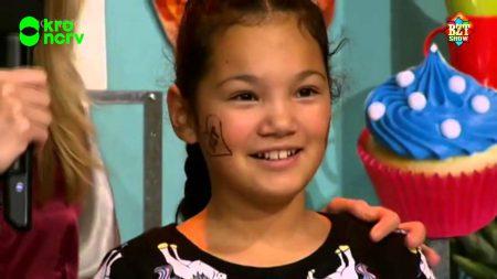 BZT Show – Sasithorn Maakt Een Regenboogtaart Voor Zieke Tante – Wensen #16