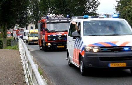 Hulpdiensten – Grote Optocht Van Brandweer, Ambulance En Politie Voertuigen Voor Gehandicapten