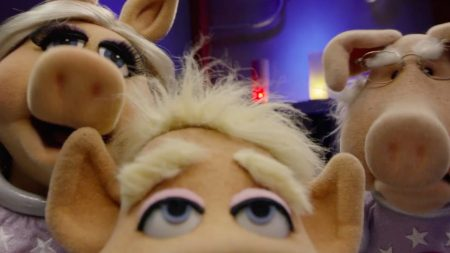 The Muppet Show – Pigs In Space – Alien: Look Who's Coming to Dinner