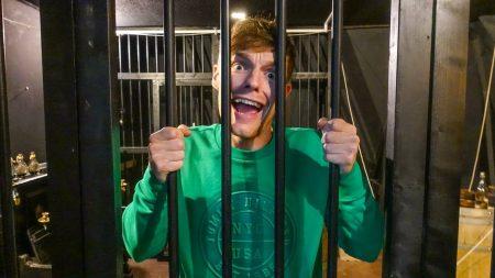 Enzo Knol – Ik Zit Gevangen En Moet Er Uit Zien Te Komen! – Vlog #1624