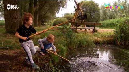 Kindertijd – Seb En Daniël Gaan Vissen In De Sloot