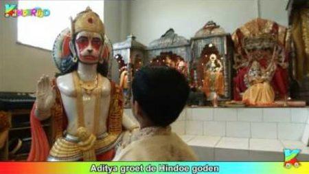 Kindertijd – Aditya Groet De Hindoe Goden