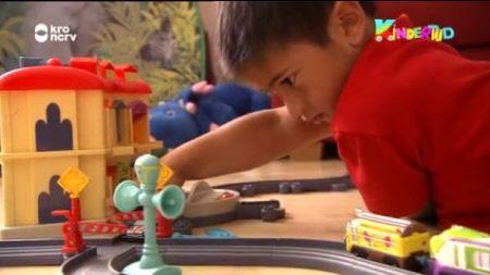 Kindertijd – Jan Speelt Met De Trein