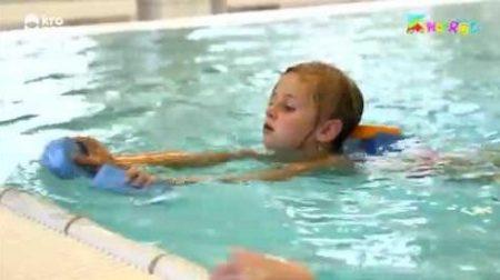Kindertijd – Olivvia Leert Zwemmen