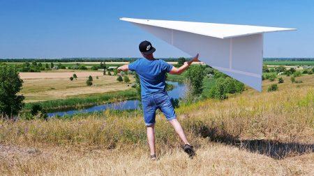 Hoe Maak Je – Een Gigantisch Papieren Vliegtuig
