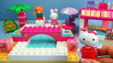 Hello Kitty En Haar Vriendjes In Het Zwembad – Uitpakken en Spelen