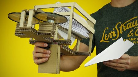 Hoe Maak Je – Een Papieren Vliegtuigwerper Van Karton