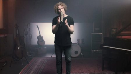 Michael Schulte – You Let Me Walk Alone