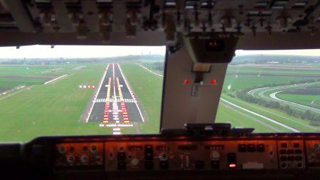 Vliegtuigen – Boeing 747-400F Landing Schiphol Airport – Cockpit View