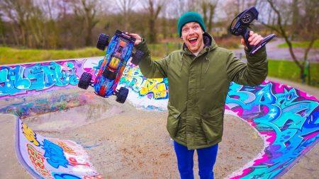 Enzo Knol – Skate Park Met Bestuurbare Auto (115Km Per Uur) – Vlog #2013