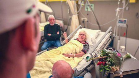 Enzo Knol – Oma Verrassen In Het Ziekenhuis! – Vlog #2260