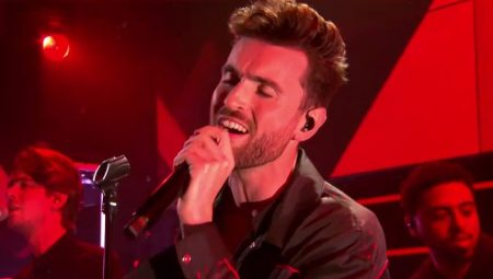 Duncan Laurence – 'Love Don't Hate It' (Live)