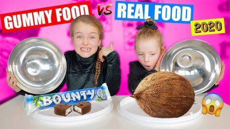 De Zoete Zusjes – Gummy Food vs. Real Food Challenge 2020!! [Met Kokosnoot, Haring En Nog Veel Meer!]
