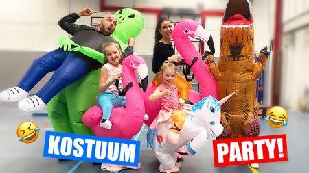 De Zoete Zusjes – Kostuum Party Met Ons Hele Gezin!! [Aliens, Flamingo's, Dino's en Meer!]