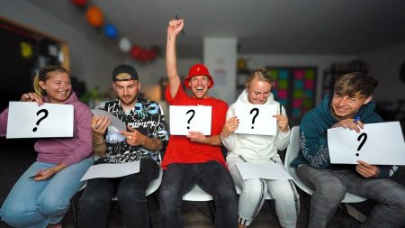 Enzo Knol – Wie Zit Het Langst Op De Toilet? Vragen MEt Huize Knol! #2451