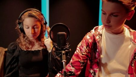 Tommy & Kiya van Rossum – Taxi