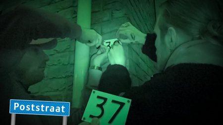 StukTV – Huisnummers Verwisselen – Straat op Stelten