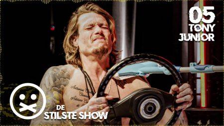 StukTV – Tony Krijgt Een Wasbeurt – De Stilste Show #5 met Tony Junior